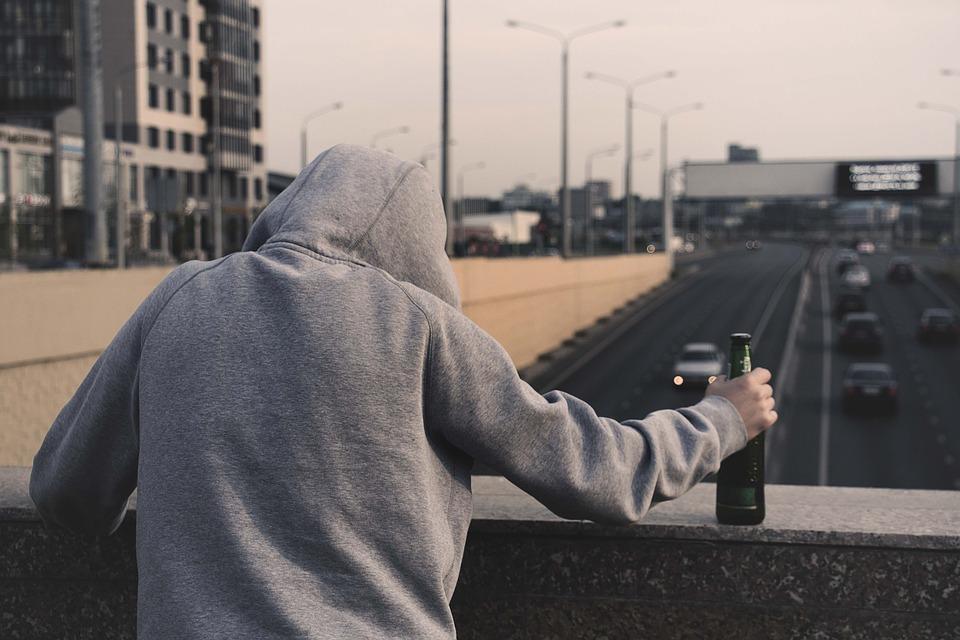Como ajudar uma pessoa alcoólica?